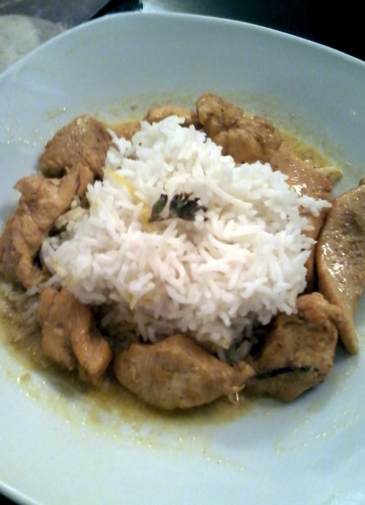 arroz basmati con lomitos de pollo al curry