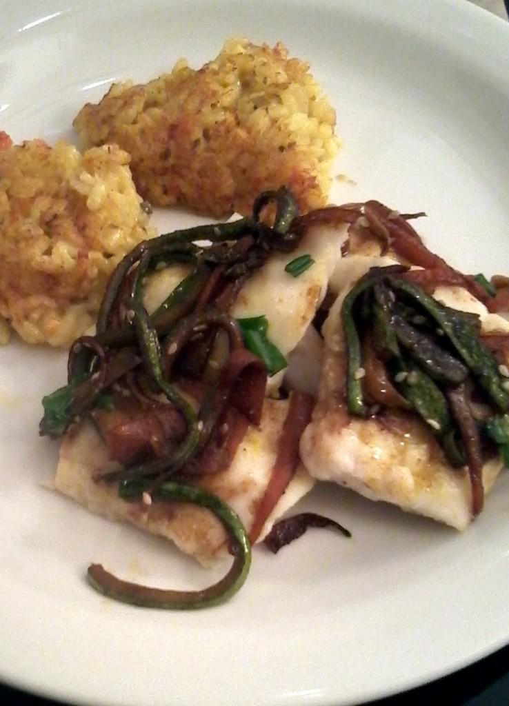 lenguado con verduras al wok y crocante de rissoto